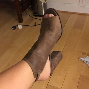 Lucky Brand Lisza Leather peep toe booties